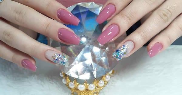 unhas decoradas acrigel rosa nude filha única glitter confete