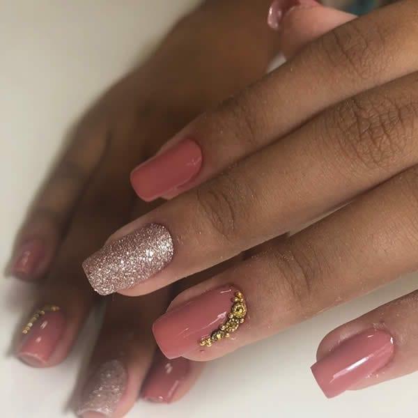 unha decorada acrigel rosa nude gêmeas glitter com pedras