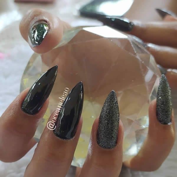 unhas decoradas pretas stiletto glitter prata