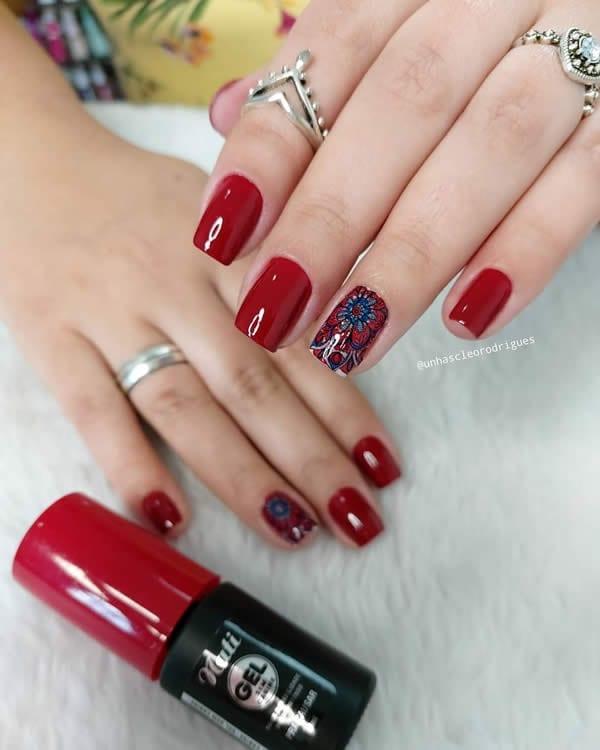 unhas decoradas vermelhas com filha única adesivo vermelho e azul