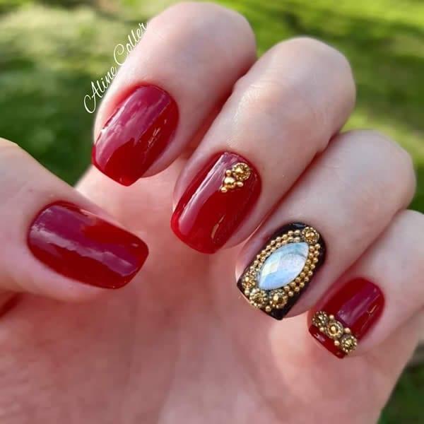 unhas vermelhas com filha única de pedras