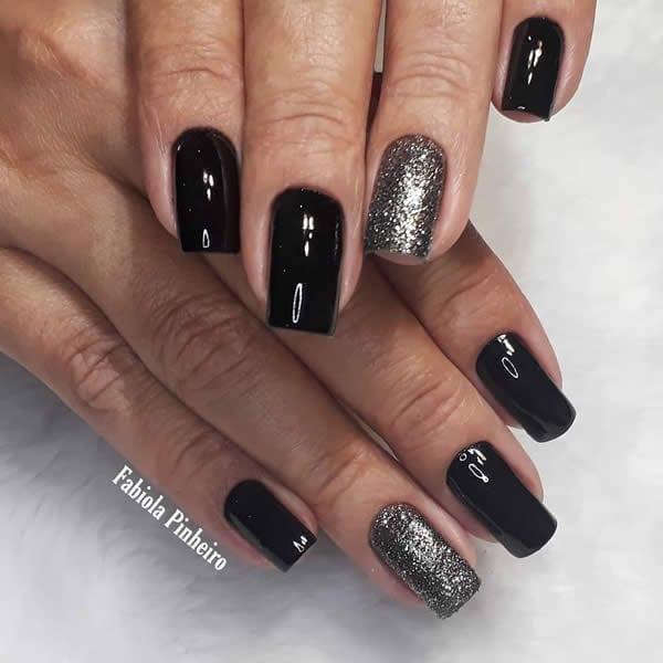 unhas decoradas pretas filha única com glitter