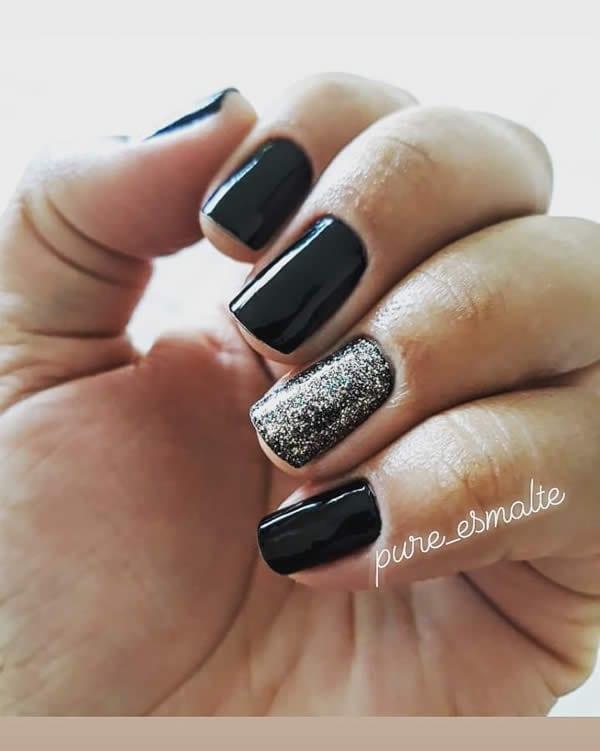 unhas preto e prata