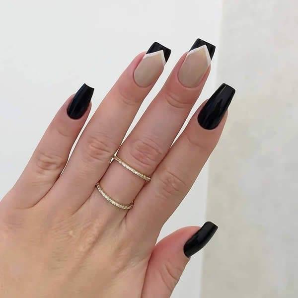 unhas preto e nude