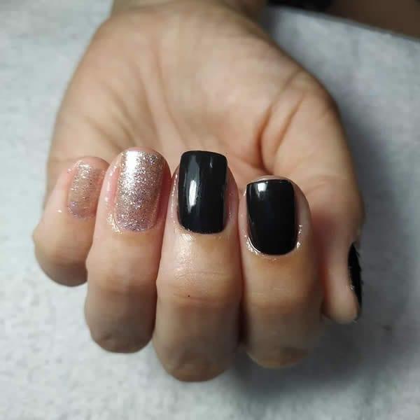 unhas preta e prata