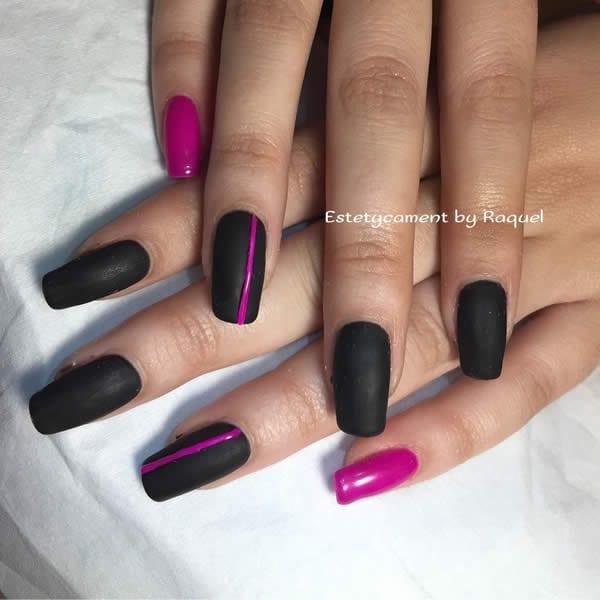 unhas pretas com rosa
