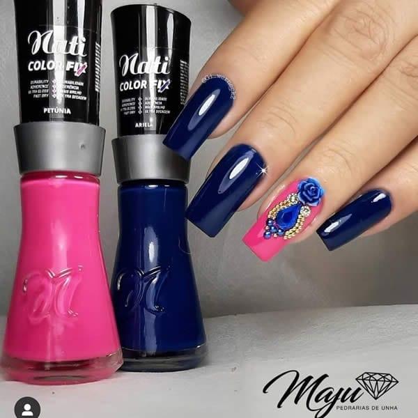 unhas decoradas azuis com filha única pink com jóias