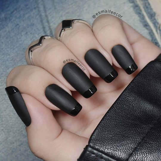 unhas decoradas pretas foscas com francesinha brilhante