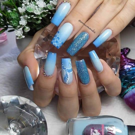 unhas de gel azul sereia
