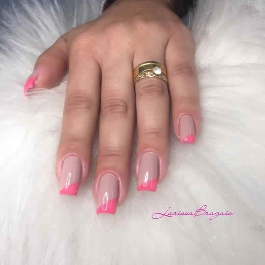 unhas decoradas com esmalte rosa francesinha