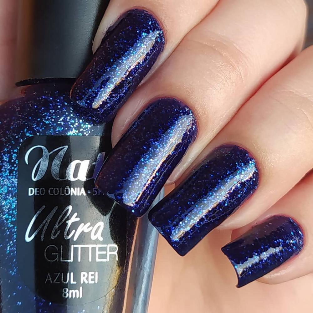 esmaltação com glitter azul